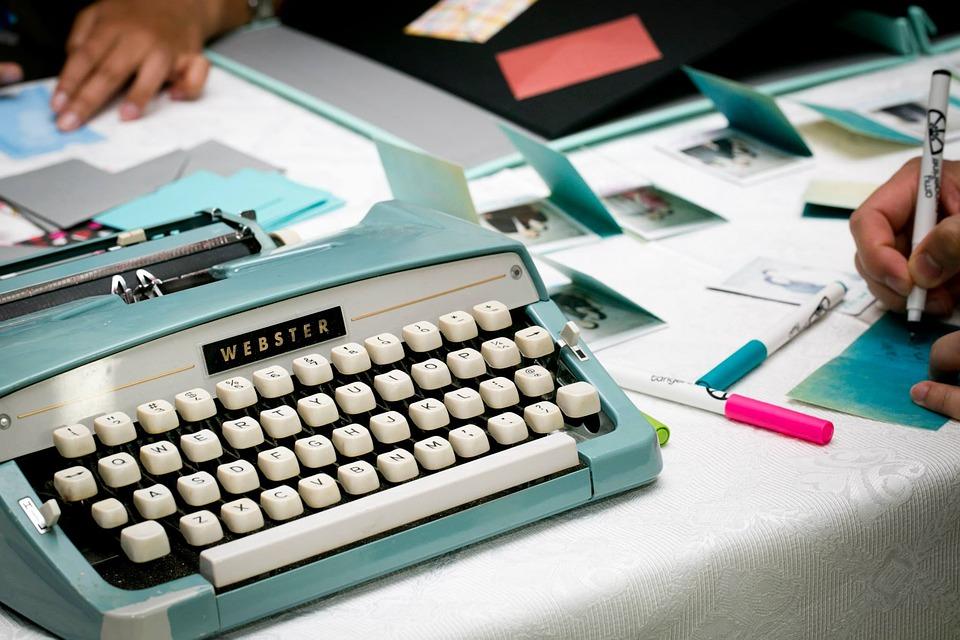 typewriter-1791834_960_720